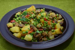 Mazare verde cu ciuperci si cartofi