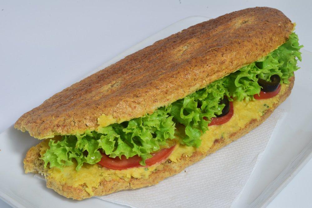 Sandwich cu hummus (pate de naut)