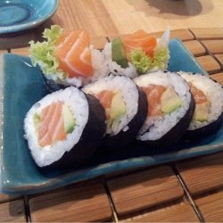 Futomaki salmon 4 pieces